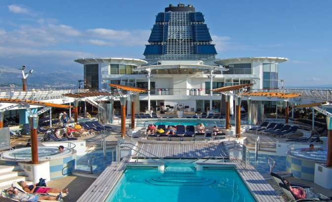 Pooldeck auf dem Celebrity Summit